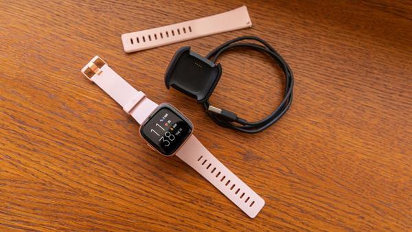 Confezione Fitbit Versa 2