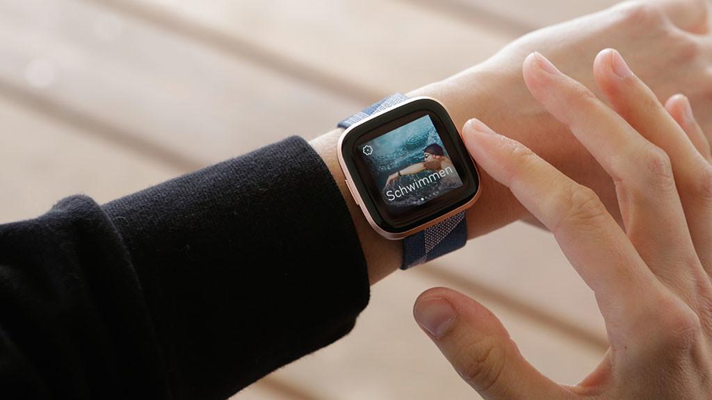 Fitbit Versa 2: la foto dello smartwatch