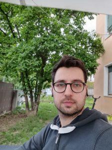 Huawei P40 Lite - scatto selfie con bokeh