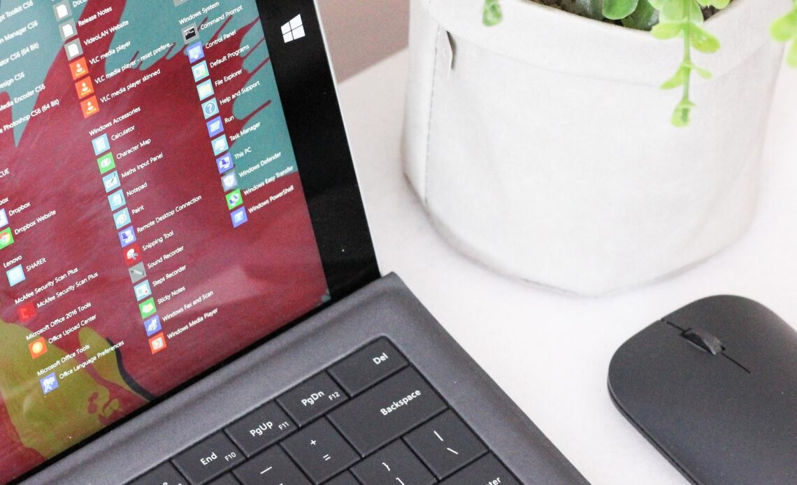 Un laptop su cui gira Windows 10