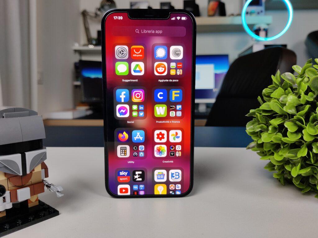 recensione iphone 12 pro max - display cornici e notch