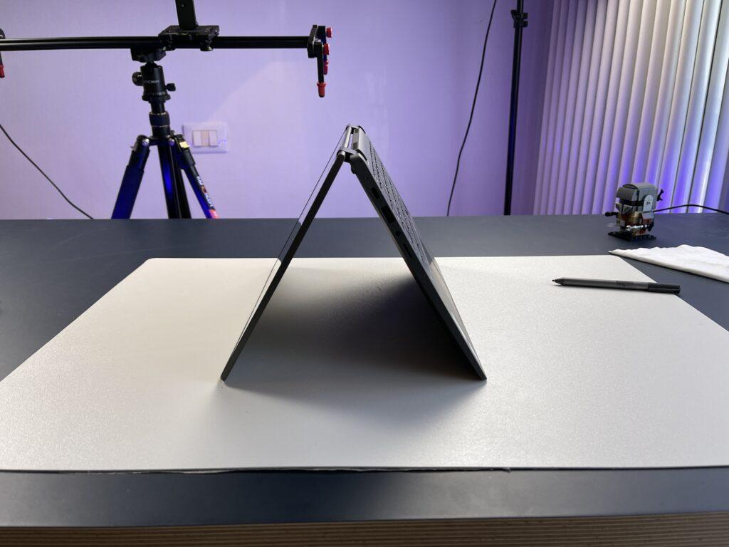 Lenovo IdeaPad Flex 5 Chromebook angolazione 1