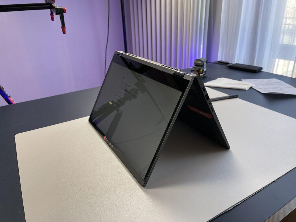 Lenovo IdeaPad Flex 5 Chromebook angolazione 2
