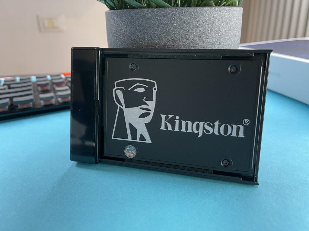 SSD Kingston KC600 montato in case