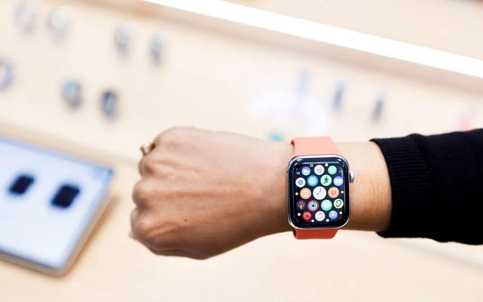 WhatsApp su Apple Watch completo e con tutte le funzioni